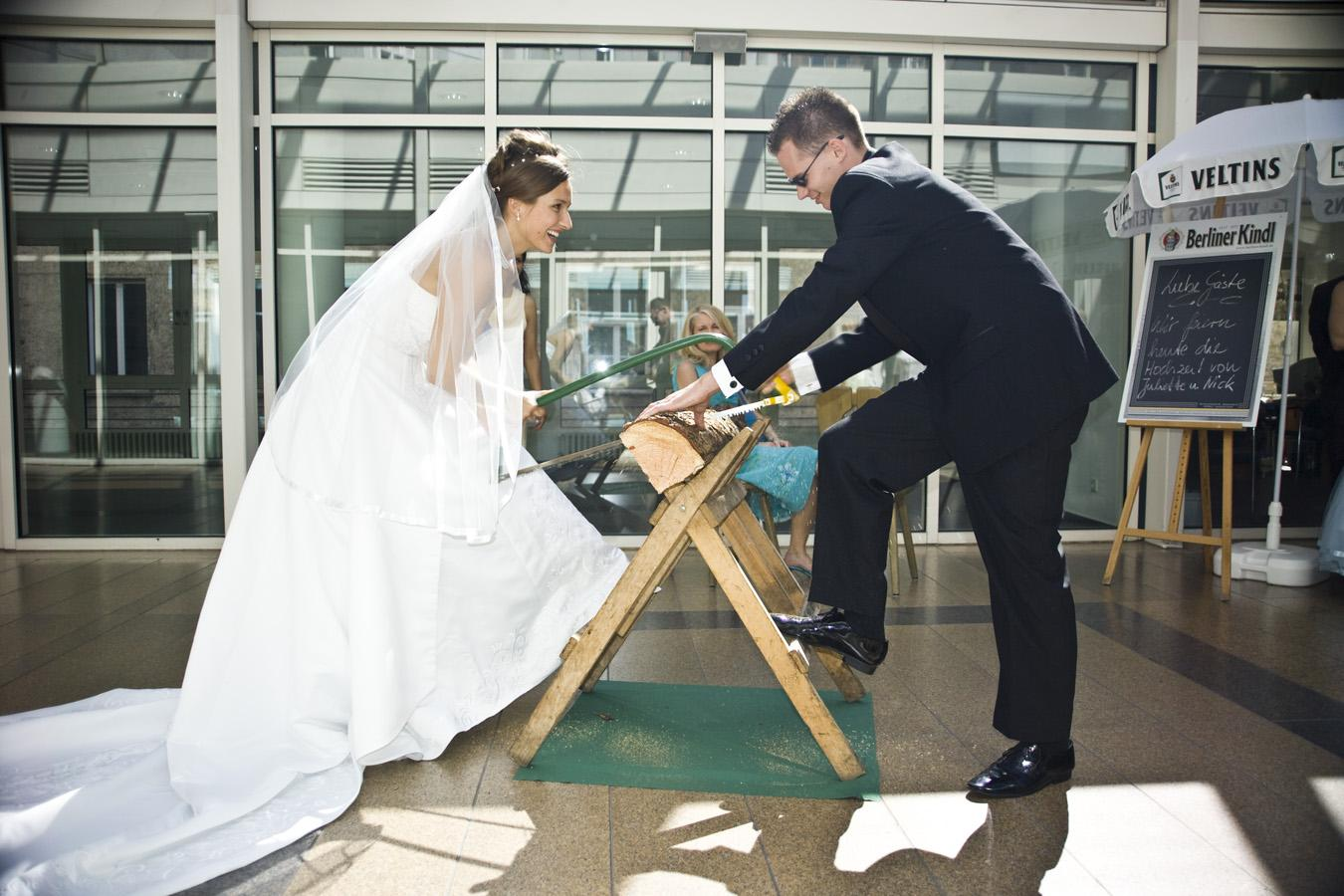 old italian wedding traditions sawing